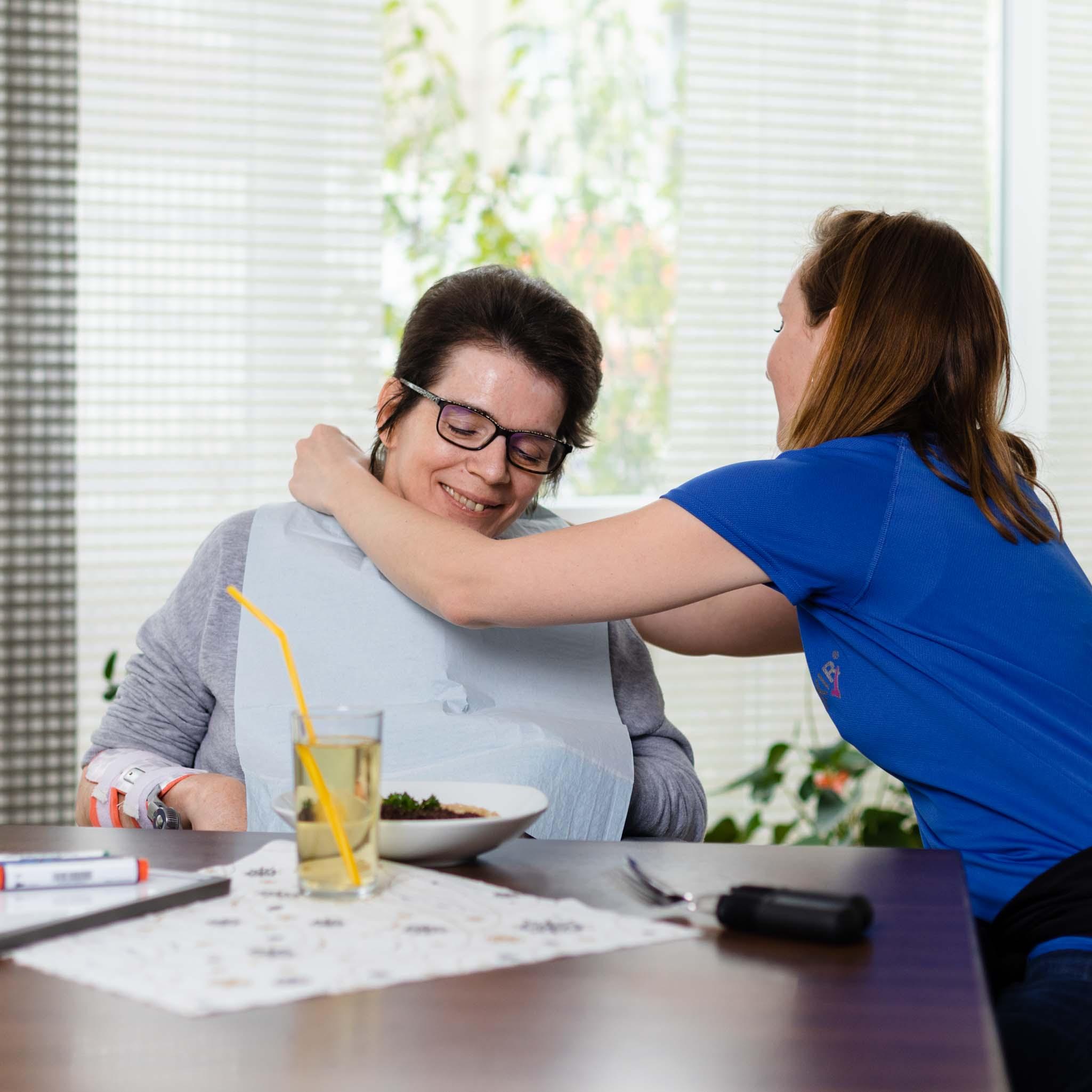 frisch zubereitete Speisen, Logotherapeutin und Patient, ASKIR — Pflegedienst Dresden