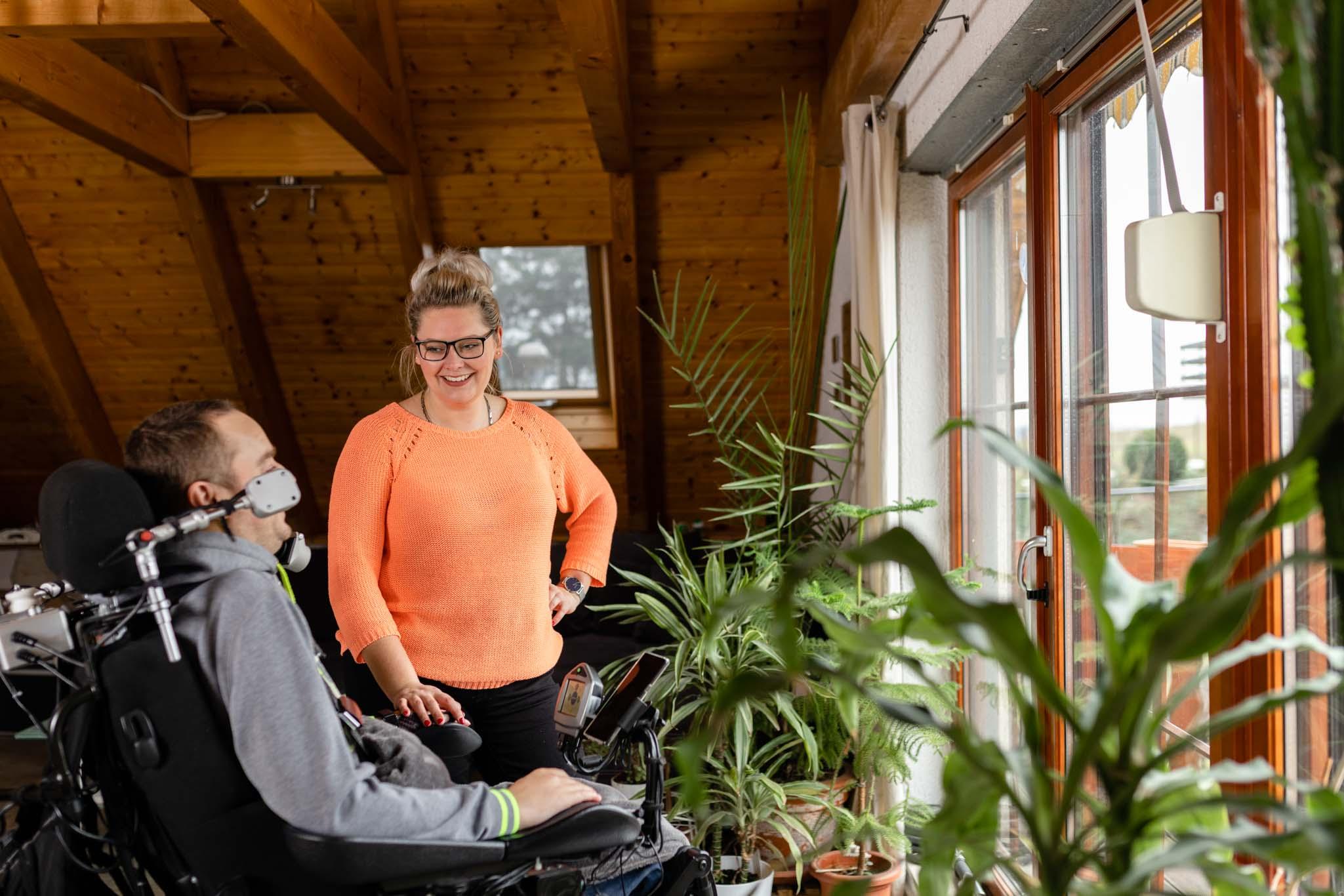 Fachkraft für außerklinische Intensivpflege bei der häusliche Krankenintensivpflege, ASKIR — Pflegedienst Dresden